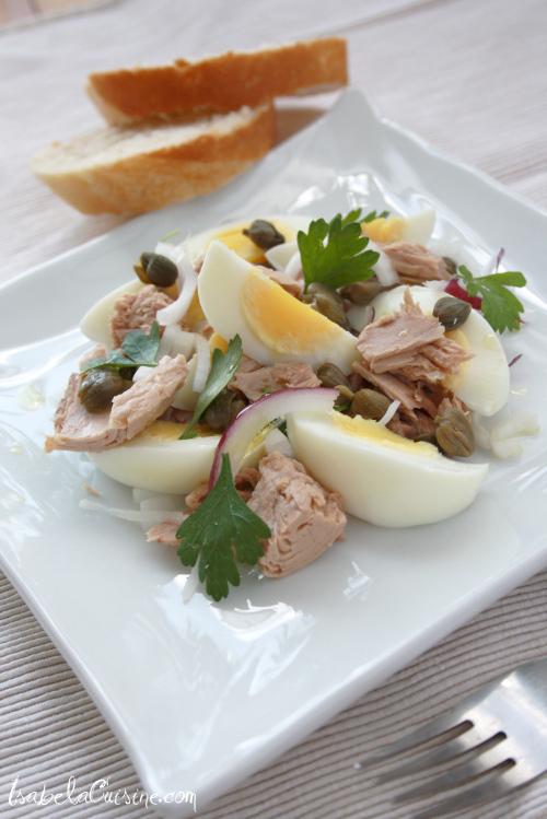 Salata de ton, oua si ceapa