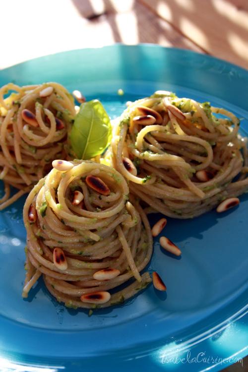 Spaghetti cu sos pesto